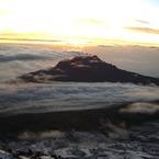 CASIO EX-Z1000で撮影した風景(朝もやのマウェンジ峰)の写真(画像)