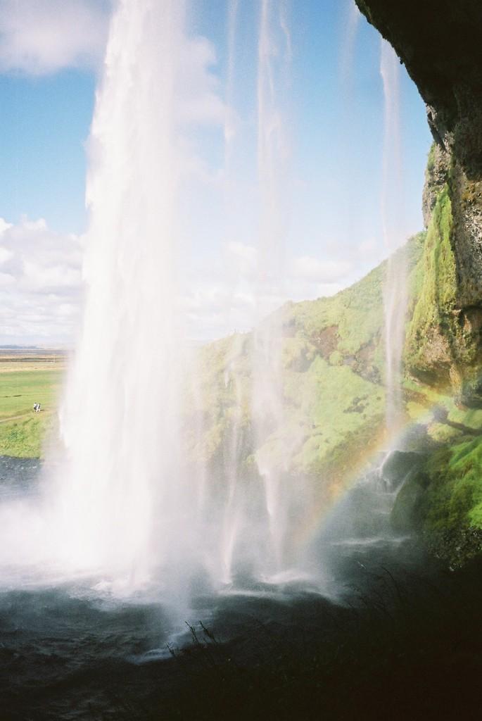 セリャランスフォスの滝と虹(アイスランド)