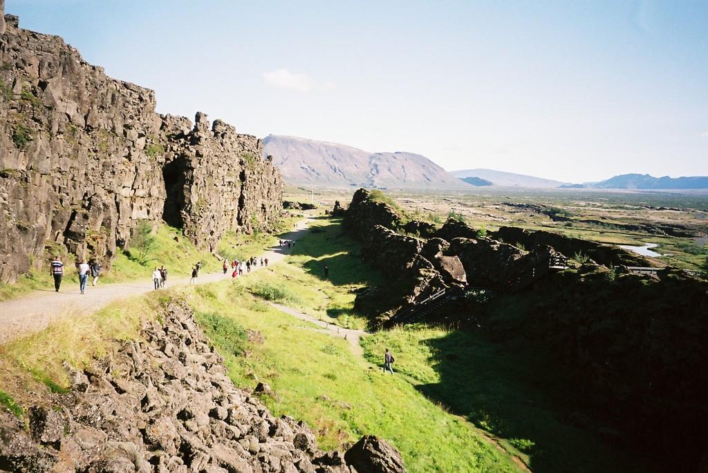 地球の割れ目ギャウ(アイスランド)