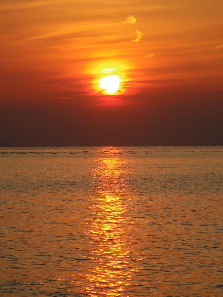 シンプルに夕日