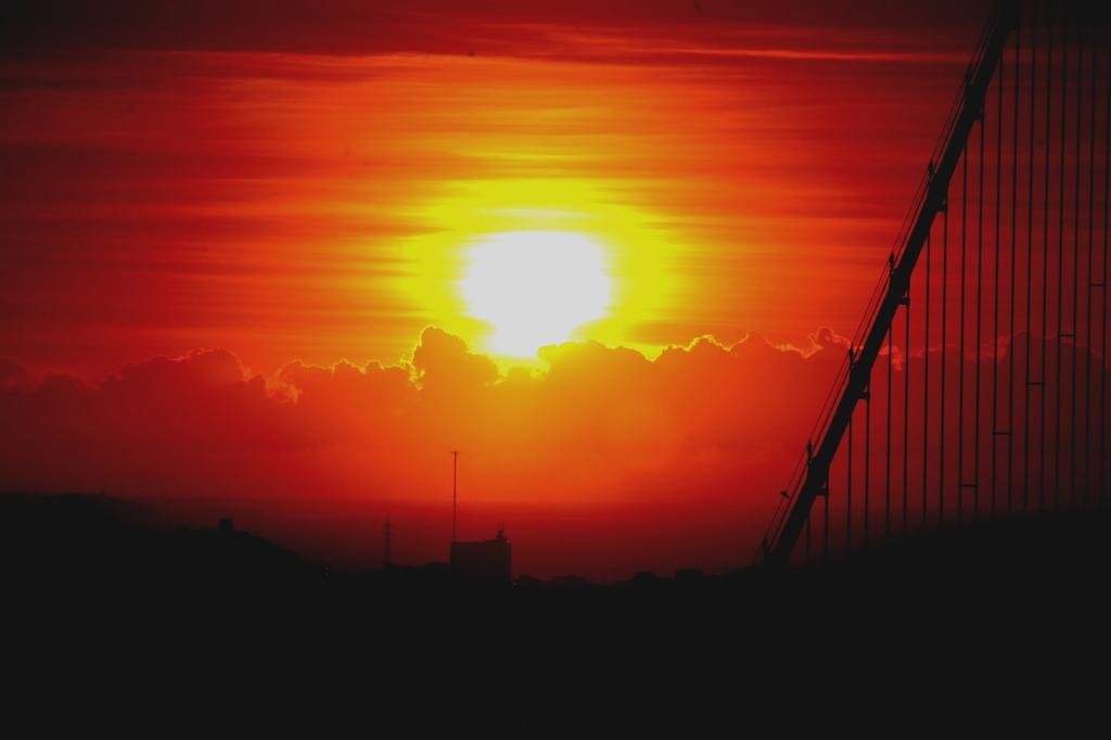 夕日と吊り橋