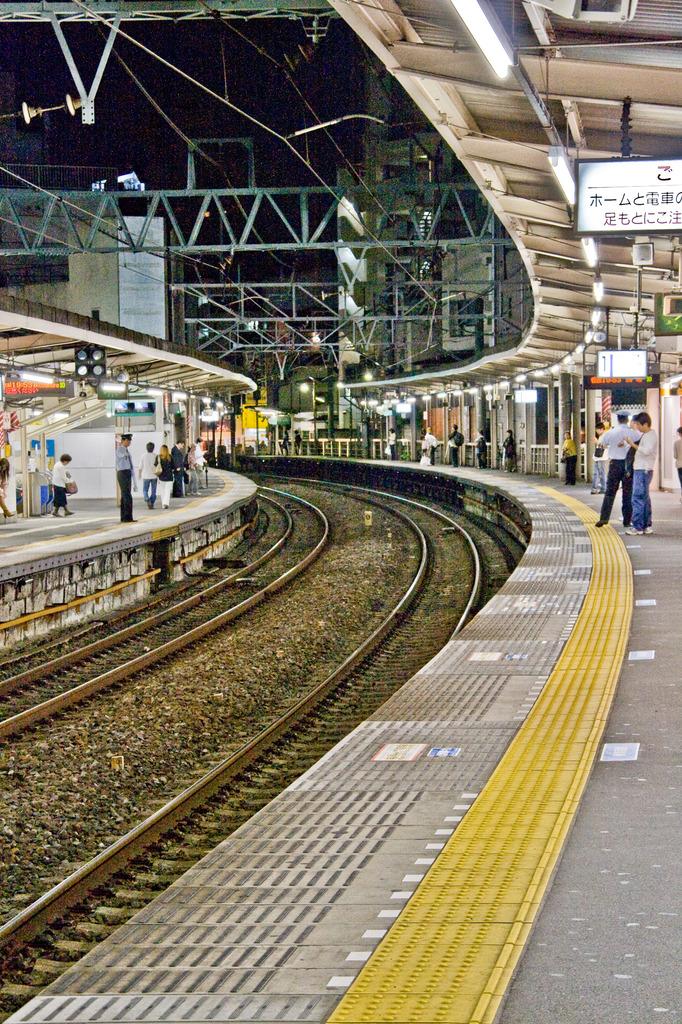 カーブのある駅