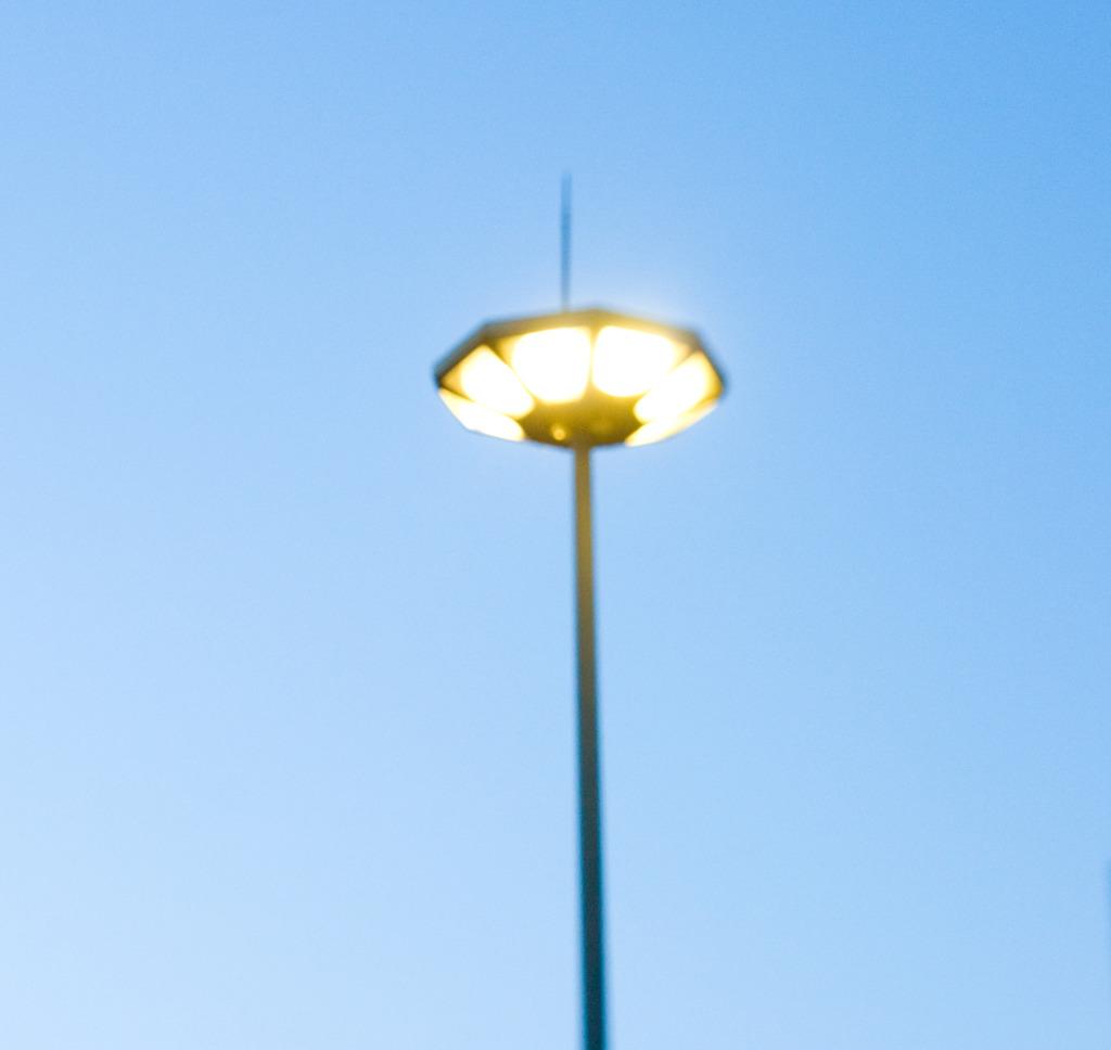未確認飛行物体的街灯