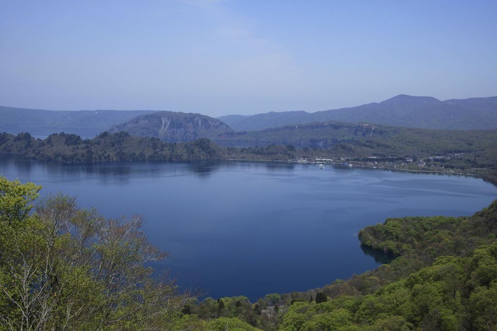 春の十和田湖