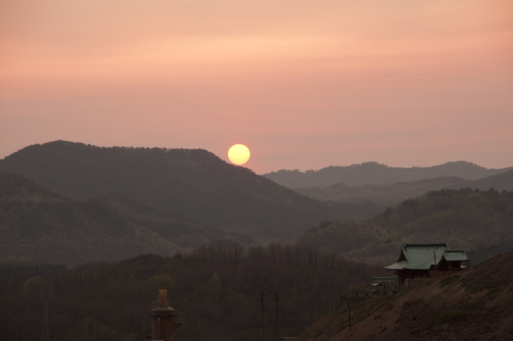 神社と夕日