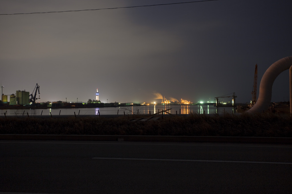 夜の工業地帯