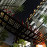 NIKON NIKON D300で撮影した建物(サイバーな渡り廊下)の写真(画像)