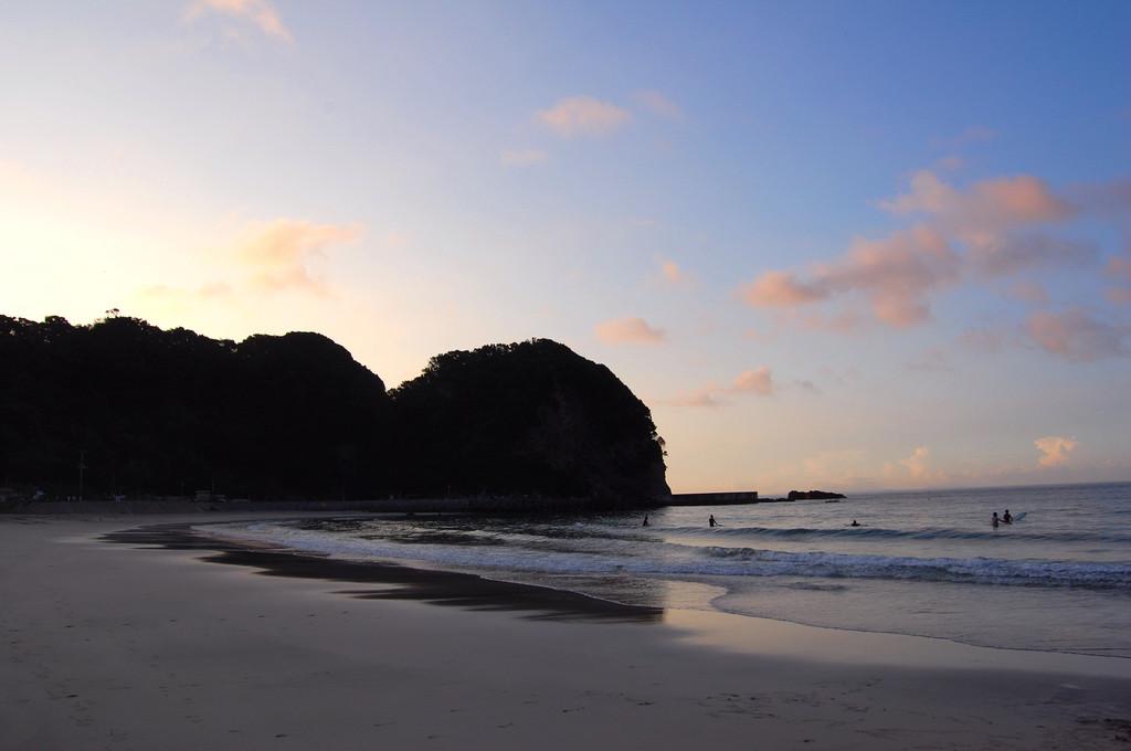 朝焼けの渚で・・