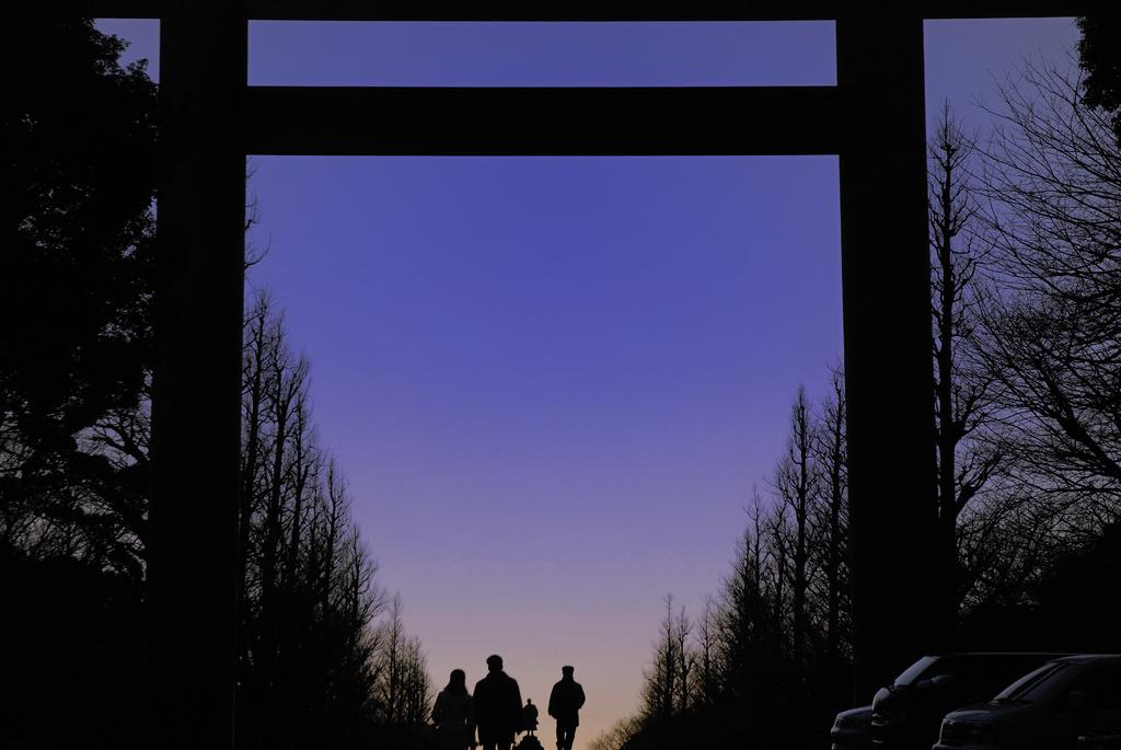 夕暮れ時の参詣