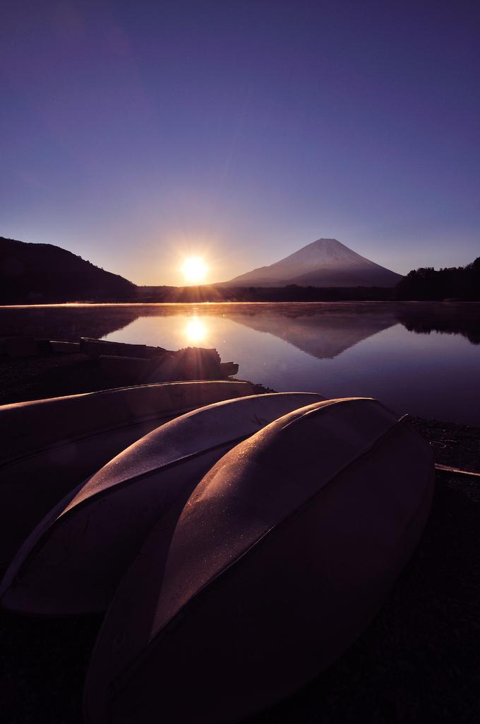 精進湖Ⅰ 朝日を浴びて
