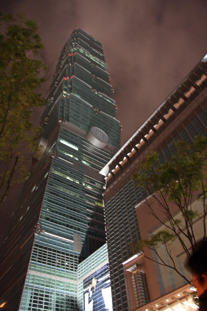 Taipei 101 into the sky