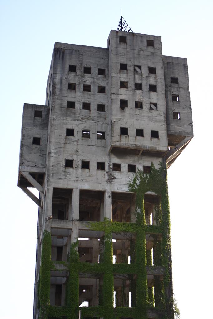 竪坑櫓(ワインディングタワー 東洋一の規模 高さ47.65m) 2