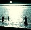 光る海と小惑星