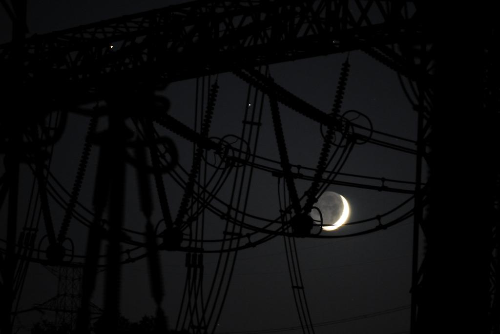 見透かされた月