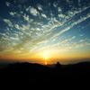 山頂から見下ろす夕日
