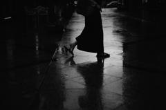 雨躍る足音