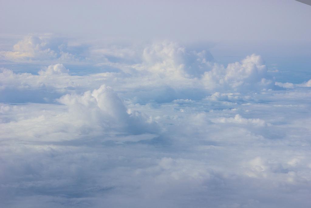 雲は白かった