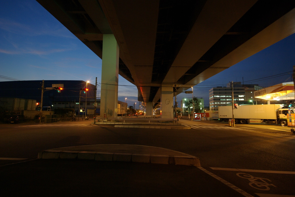 ひとつ高速道路の下