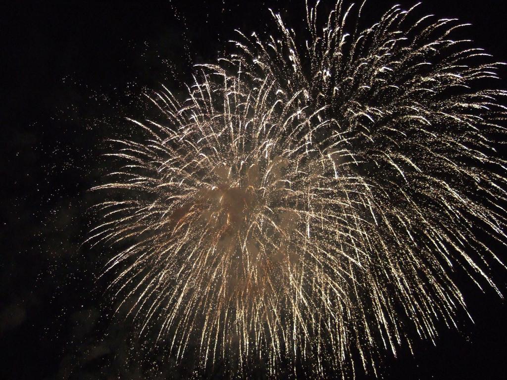 湖上の花火
