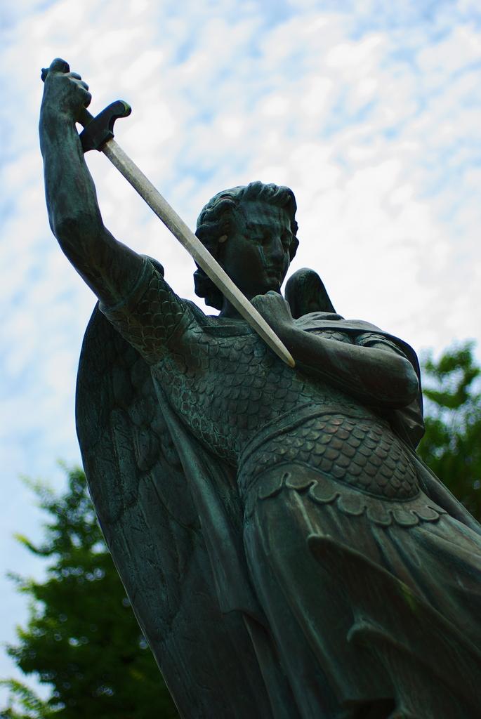 聖ミカエル像