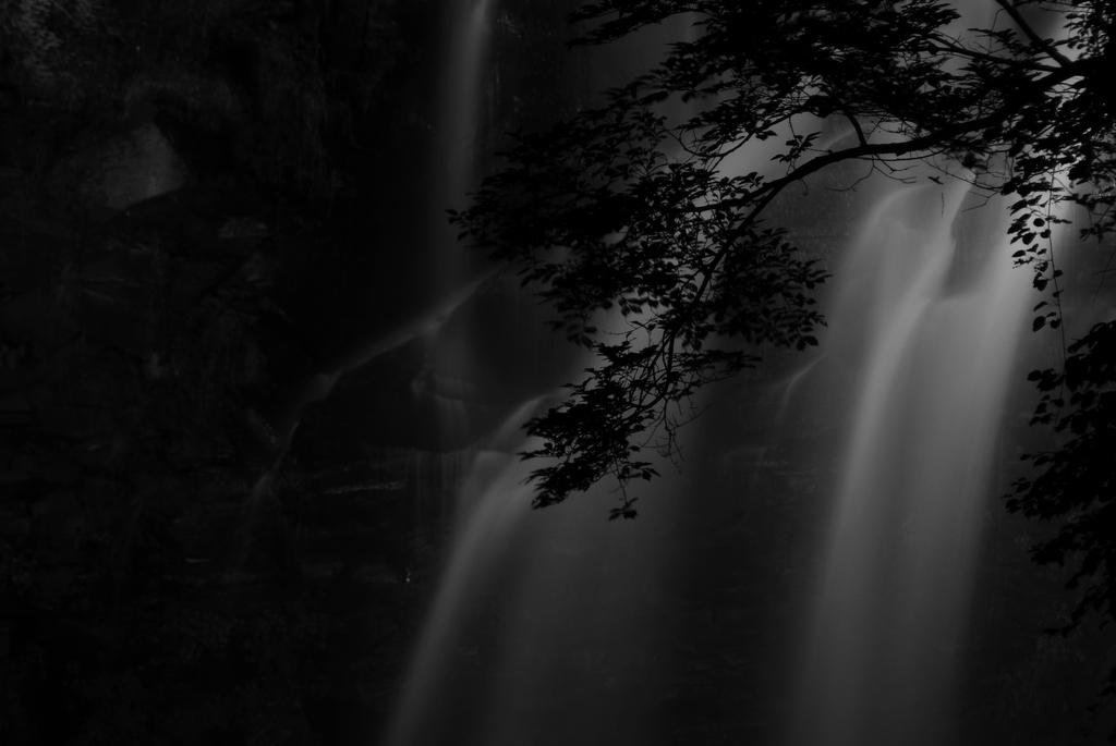 水墨画-アシリベツの滝-