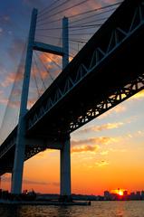 橋の下の夕焼け