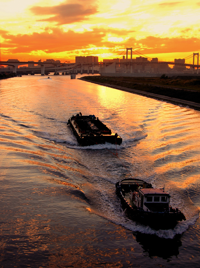 黄昏る運河
