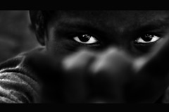 暗き瞳の奥
