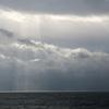曇天と白い水平線