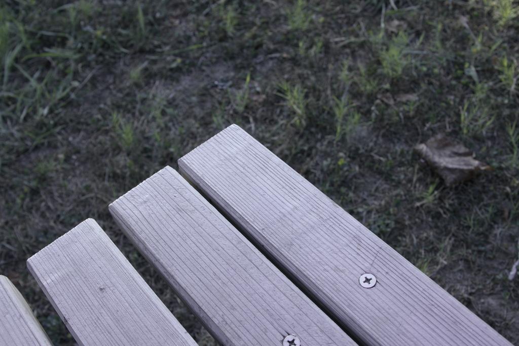 淋しげなベンチ