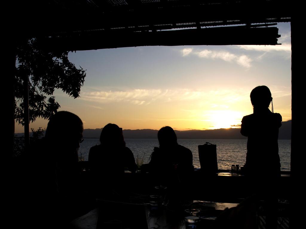 湖国、テラスの夕暮れ