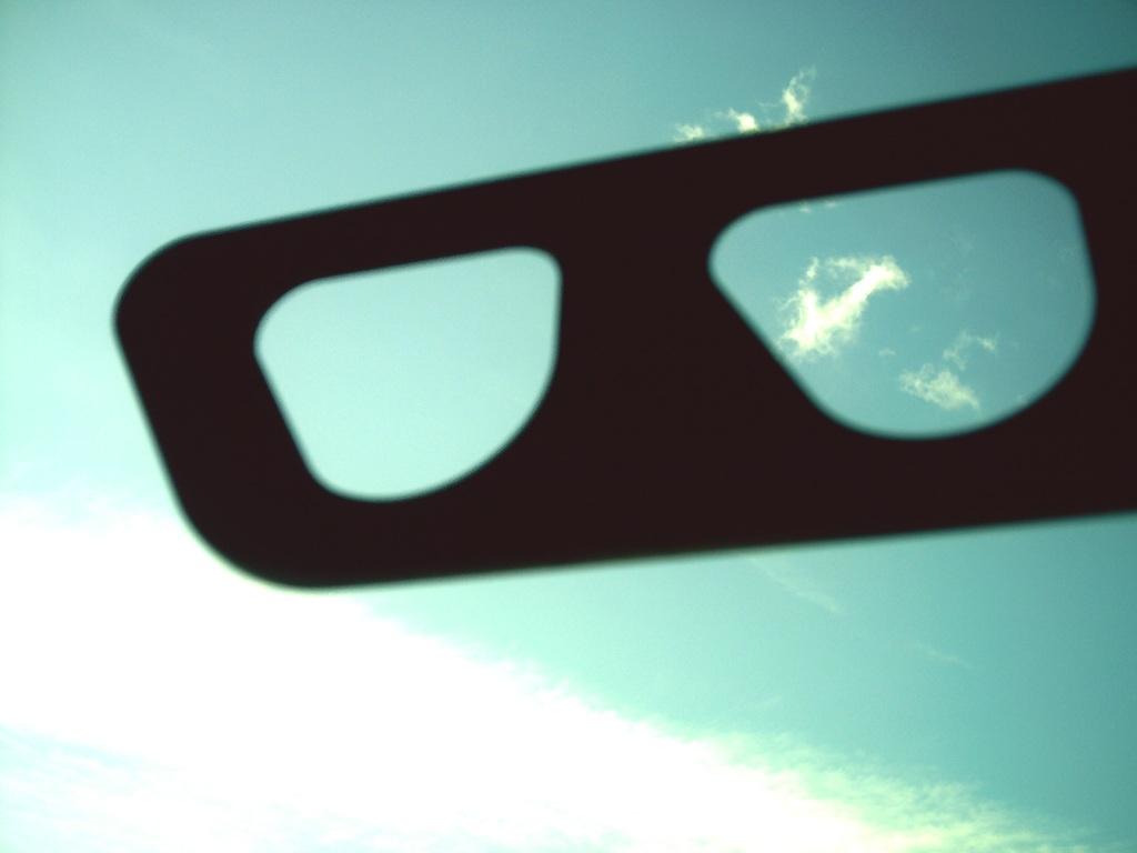 メガネで覗いた秋の空。