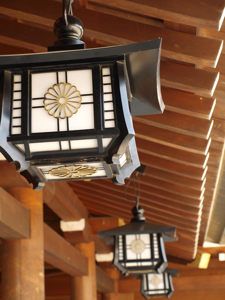 神社の外灯?