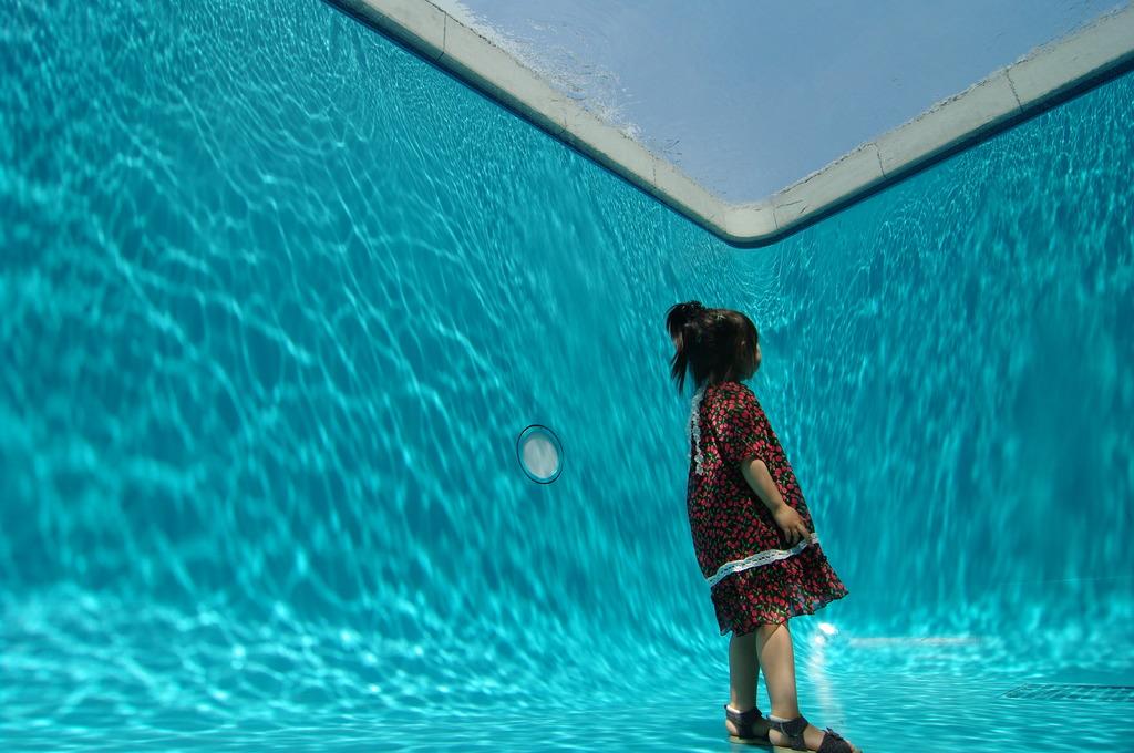 プールの底から