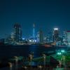 青い東京タワーと六本木ヒルズ