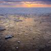 凍てつく海