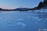 結氷の精進湖