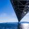 青い海と空と明石海峡大橋