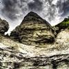 不気味な奇岩