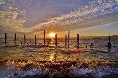 波打ちの際夕日