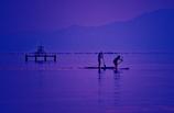 黄昏のスタンドアップパドルサーフィン