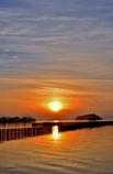 太陽が夕日で沈む