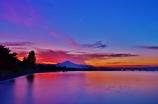 夜明けの北琵琶湖