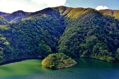 山間の小島