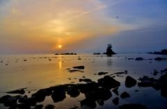 雨晴海岸の朝日