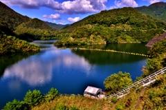秋空の白龍湖