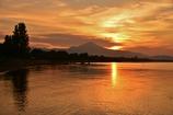 朝焼けの北琵琶湖