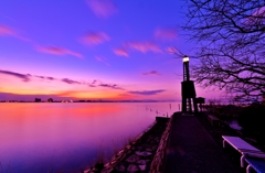 琵琶湖堅田の出島灯台夜明け
