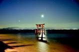 湖中鳥居夜景