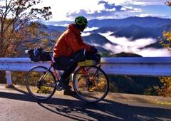 峠道の自転車旅